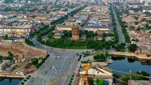 李公乐:改造提升城区道路是今年城市建设工作的重点