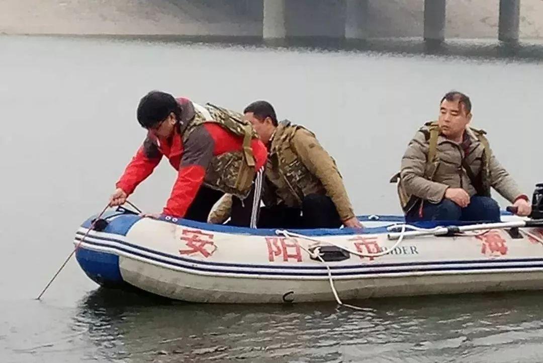 安阳河平原桥北段一人男子溺水身亡,水上义务救援队出手相助!